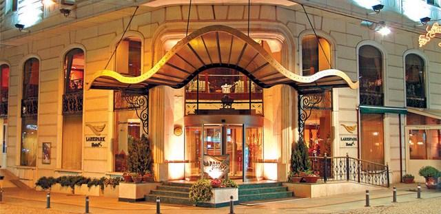 Lares Park Otel